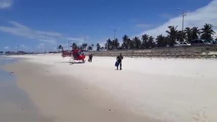 Amigos se afogam em mar de Maceió e são salvos por surfistas