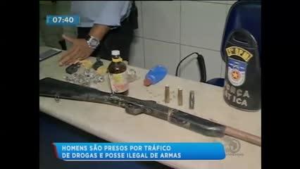 Dois homens foram presos acusados de tráfico de drogas