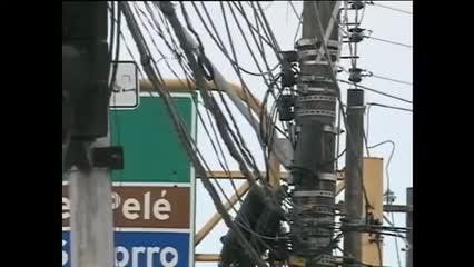 Emaranhado de fios preocupa Eletrobras e coloca em risco a vida da população