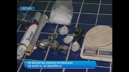 Polícia encontrou drogas enterradas no quintal de uma casa no Benedito Bentes