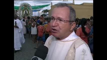 Centenas de fiéis acompanharam procissão da Padroeira do Brasil