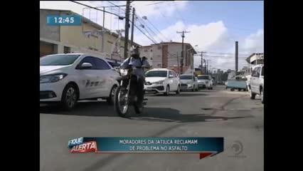 Moradores da Jatiúca reclamam de problema no asfalto