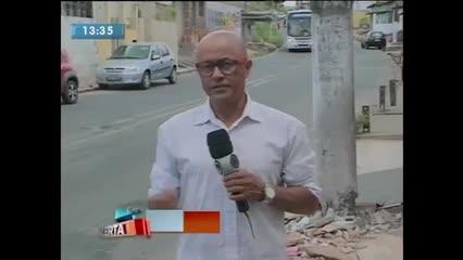 Moradores da Chã de Bebedouro estão preocupados com poste danificado após batida