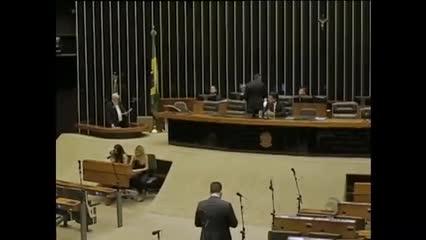 Notícias de Brasília: Deputados e Senadores participam de sessão conjunta no Congresso Nacional