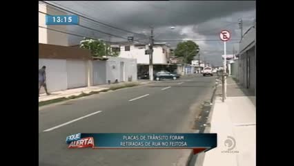 Vandalismo: Placas de trânsito foram retiradas de rua no Feitosa