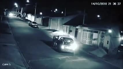 Funcionário de pizzaria atropela suspeito após roubo em São Paulo