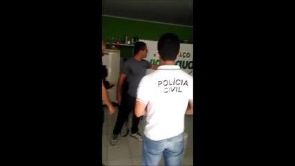 Polícia apreende documentos de empresa suspeita de golpe em idosos