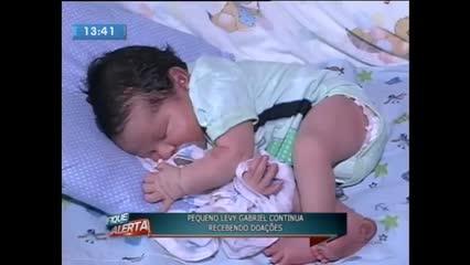 Família faz campanha para manter bebê que perdeu a mãe após o seu nascimento