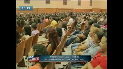 Apresentadores da Record TV ministraram a palestra ''Amor Inteligente''