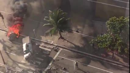 Morador registra explosão em carro que pegou fogo após acidente na Avenida