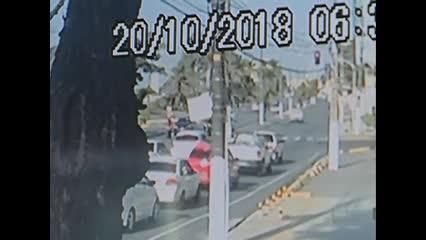 Imagens de câmera de segurança mostram momento de acidente da Praia da Avenida