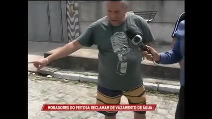 Moradores reclamam de vazamento no bairro do Feitosa