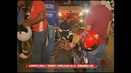 Acidente deixa trânsito complicado na Av. Fernandes Lima
