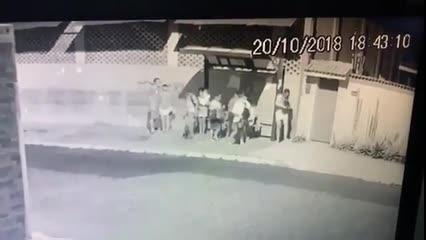 Suspeito de matar adolescente no Jacintinho fez arrastão em ponto de ônibus após crime