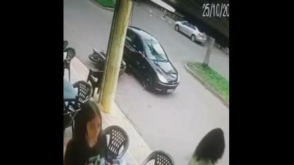 PM embriagado brinca com arma, atira em amigo e se mata em seguida