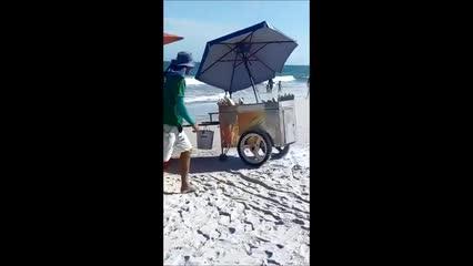 Incêndio em carrinho de milho assusta turistas na Praia do Francês