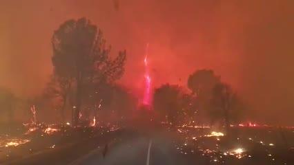 'Furacão de fogo' é registrado por moradores da Califórnia durante incêndio que já dura 2 dias