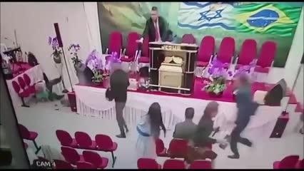 Pastor é baleado durante culto em Mogi das Cruzes. Vídeo
