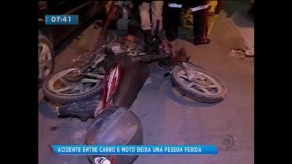 Acidente envolvendo um carro e uma moto no bairro do Jacintinho