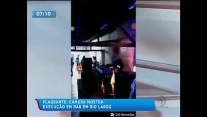 Cantor filma execução dentro de um bar na cidade de Rio Largo