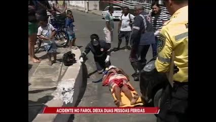Acidente no Farol deixa duas pessoas feridas, na manhã desta quinta-feira