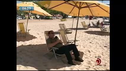 Banhistas aproveitaram feriado para irem à praia