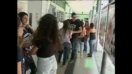 Faculdade particular ensina língua de libras para alunos de medicina