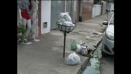 Em vários bairros de Maceió o lixo está acumulado