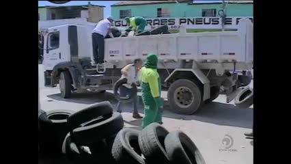 Agentes de Endemias recolhem pneus descartados irregularmente na capital