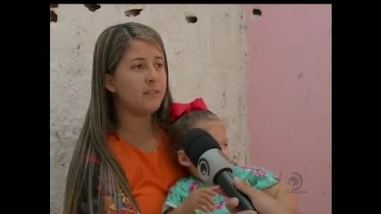 Mães de crianças com microcefalia buscam tratamento fora do estado