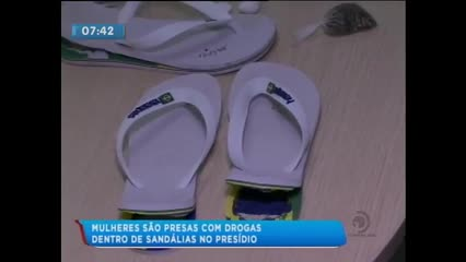 Três mulheres foram presas tentando entrar no presídio com drogas escondidas em sandálias