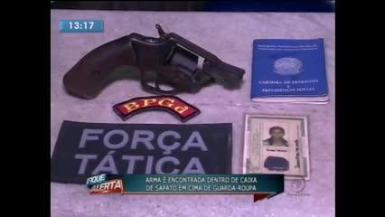 Revólver foi encontrado na casa de uma jovem no Eustáquio Gomes
