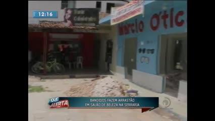 Bandidos fizeram arrastão em salão de beleza na Serraria