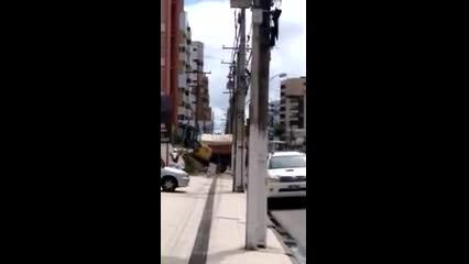 Máquina atinge tubulação de gás e provoca vazamento na Deputado José Lages