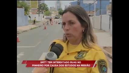 SMTT bloqueia nova via para estudos no bairro do Pinheiro