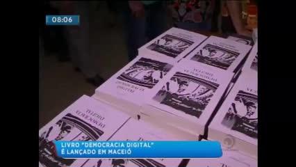 Senador Renan Calheiros lança livro ''Democracia Digital''