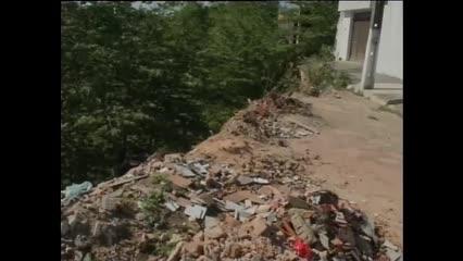 Moradores cobram reparos de cratera há mais de um ano no Tabuleiro do Martins