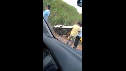 Van colide com carro forte na AL-101