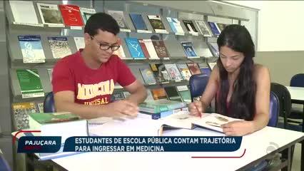 Dois jovens de escola pública superam dificuldades e conseguem entrar na universidade