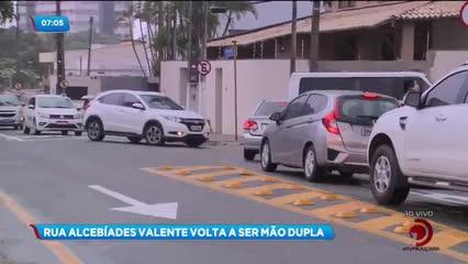 Rua Alcebíades Valente volta a ser mão dupla