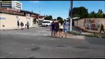 População começa a se dirigir para pontos de encontro no Pinheiro