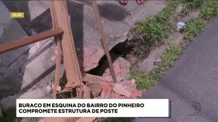 Buraco em esquina do Pinheiro compromete estrutura de poste