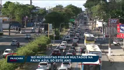 Motoristas desrespeitam a faixa azul em Maceió