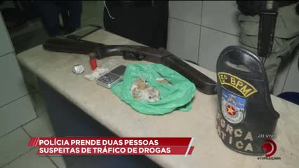 Polícia prende duas pessoas suspeitas de tráfico de drogas