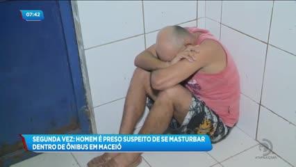 Homem foi preso suspeito de se masturbar dentro de um ônibus