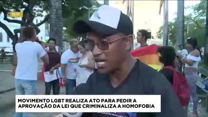 Movimento protesta e pede aprovação da lei do crime homofóbico
