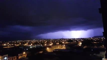 Maceioenses são surpreendidos por chuva com raios e trovões durante a madrugada