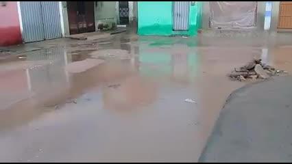 Chuvas alagam conjunto no Vergel