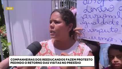Companheiras de reeducandos fazem protesto pedindo o retorno  das visitas no presídio