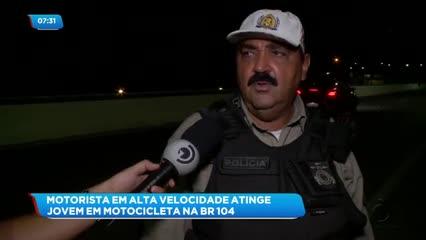 Carro em alta velocidade bateu em motociclista na BR-104, em Rio Largo